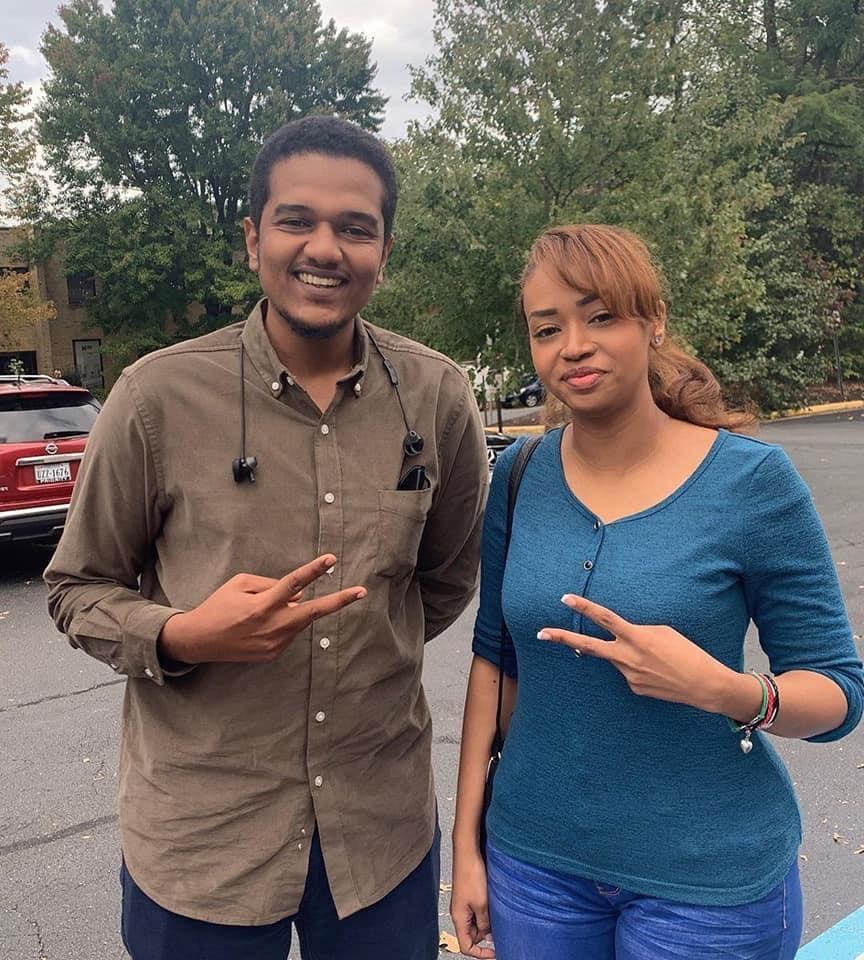 Photo of صورة الأصم مع شاعرة الثورة تثير ضجة كبيرة في مواقع التواصل