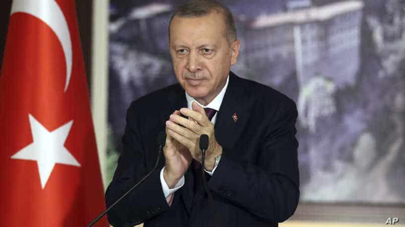 فريق إردوغان يعلم أن أي إعلان للخلافة، حتى ولو كانت رمزية، من قبل إردوغان، قد يفقده شعبيته داخل تركيا