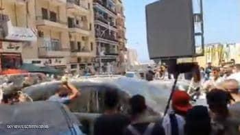 Photo of بالمكانس والحجارة.. طرد محافظ بيروت من أحد أحياء العاصمة